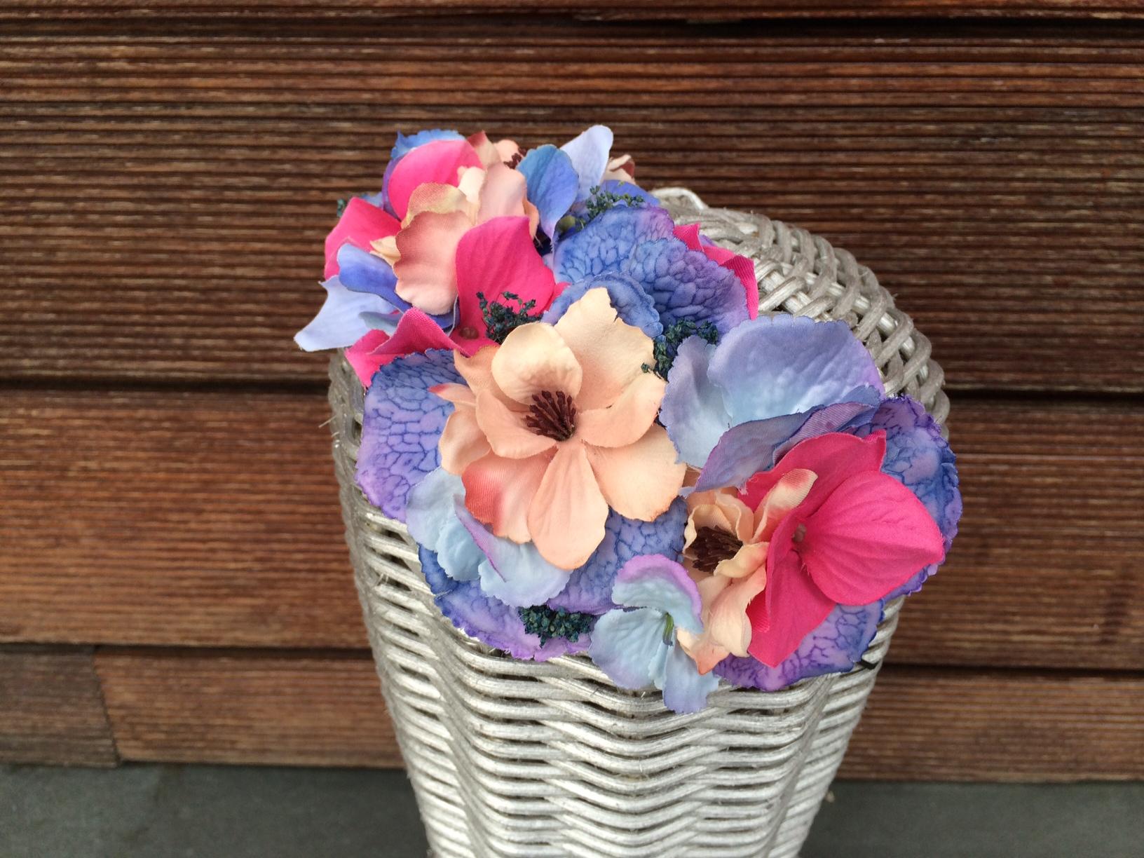 Tocado lateral de flores
